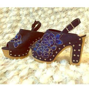 Vintage NWT navy blue heels
